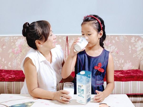 Nằm mơ thấy uống sữa phù hợp con số may mắn