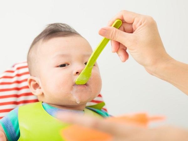 Thực phẩm nên tránh khi cho bé ăn dặm